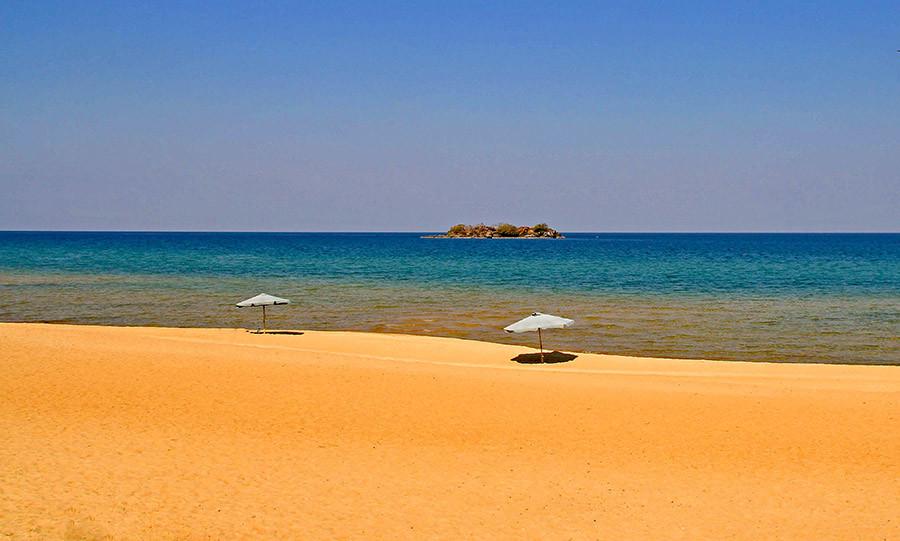 cande-beach-campsite-malawi